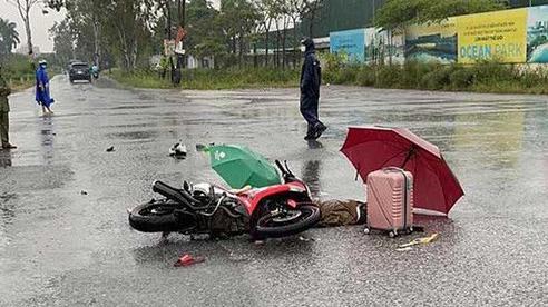 Đôi nam nữ bị sét đánh tử vong trên đường khi đang đi xe máy