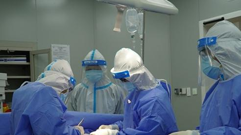 Ca mổ cấp cứu đầu tiên thực hiện tại Bệnh viện Hồi sức Covid-19 TP Hồ Chí Minh
