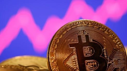 Bitcoin bất ngờ tăng mạnh thoát đáy, đầu cơ tranh thủ bán tháo