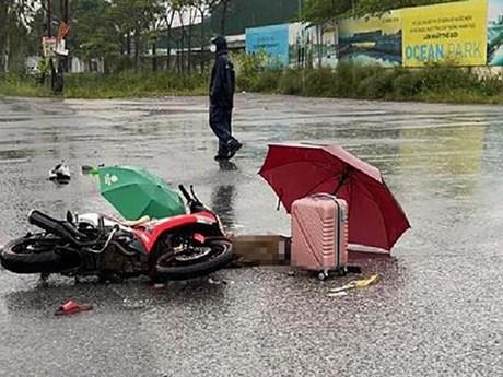 Hà Nội: Đôi nam nữ tử vong trên đường về quê do bị sét đánh