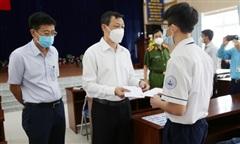 Bệnh viện Chợ Rẫy tài trợ học bổng cho 4 học sinh mồ côi do Covid-19