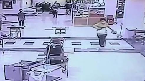 Thái Lan: Tên cướp tiệm vàng 17 tuổi bị tóm nhờ hành động dũng cảm này