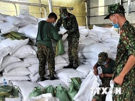 Bộ Quốc phòng tặng Bằng khen cho tập thể, cá nhân trong chống dịch