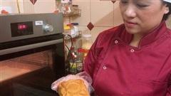 Chỉ vài thao tác đơn giản này, tự làm bánh Trung thu tại nhà ngon như nhà hàng