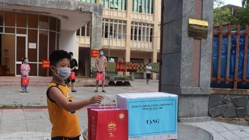 Quảng Trị: Hàng trăm phần quà Trung thu đến với trẻ em khó khăn, con em cán bộ y tế tham gia phòng, chống dịch COVID-19