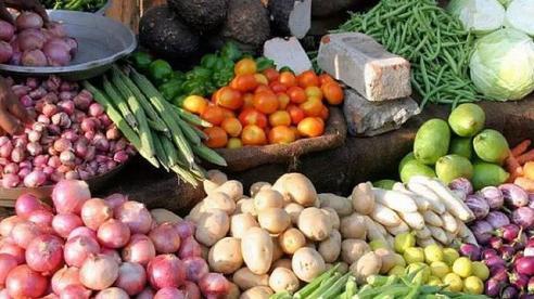 Giá rau đắt ở siêu thị, chợ dân sinh trong khi vùng trồng thì 'rẻ rề'