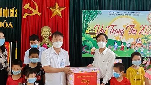 Lãnh đạo tỉnh Thanh Hóa thăm, tặng quà Tết Trung thu cho trẻ em
