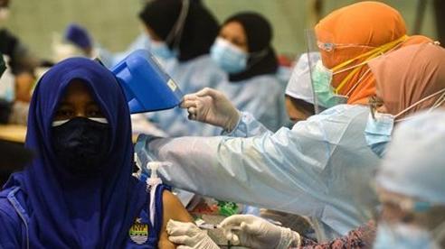 Nhiều quốc gia bắt buộc tiêm vaccine Covid-19