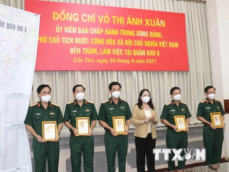 Phó Chủ tịch nước Võ Thị Ánh Xuân làm việc với Quân khu 9