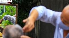 'Ngày hội cắt tóc' Hà Nội: Từ phòng điều hòa tới vỉa hè, thợ cắt tóc đều... mỏi tay