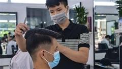[ẢNH] Dịch vụ cắt tóc, gội đầu ngày đầu mở lại: Nơi đông đúc, nơi vắng vẻ