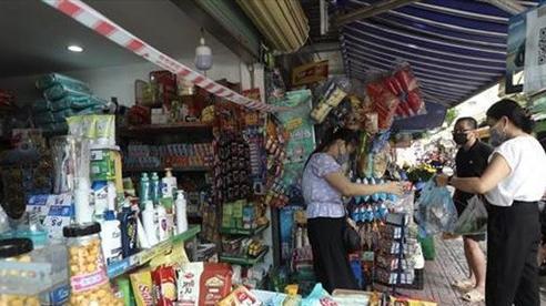 Nới lỏng giãn cách, người dân Hà Nội mua bán 'vui như Tết'