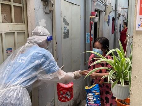 Mang Trung thu ấm áp đến với trẻ em đang bị cách ly trong vùng dịch