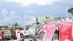 Đà Nẵng: Lật xe bồn chở 20 tấn gas trên cầu vượt