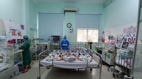 Bộ Quốc phòng tặng quà cho trẻ sơ sinh mồ côi vì Covid-19