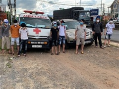 Đồng Nai: Xe cứu thương 'thông chốt' chở người từ vùng dịch về quê