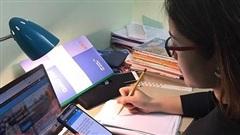 Học sinh lớp 10 trường chuyên vượt qua bỡ ngỡ, tìm cách tiếp nhận 'núi kiến thức' qua học online