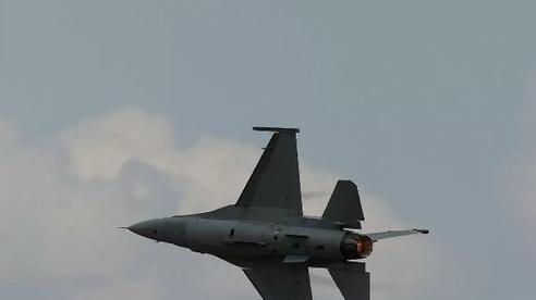 Tiêm kích Mỹ đánh chặn máy bay lạ xâm nhập khu vực 100 nhà lãnh đạo thế giới họp bàn