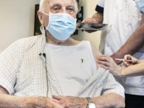 Bỉ phê duyệt tiêm liều vaccine thứ ba cho người trên 85 tuổi