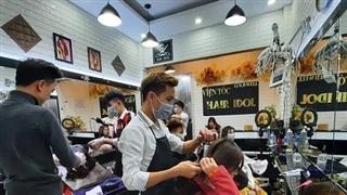 Nhân viên cắt, uốn tóc thuộc đối tượng được hỗ trợ