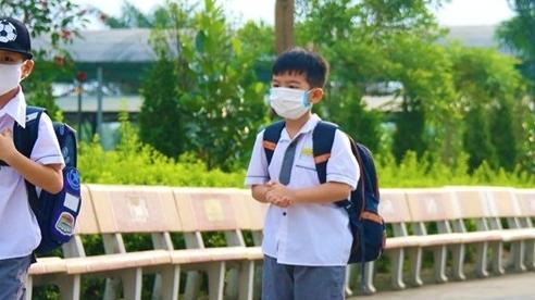 Nhiều học sinh mắc Covid-19, Hà Nam tạm dừng đến trường 6 ngày