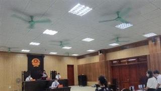 Đình chỉ vụ án nữ giáo viên kiện Chủ tịch huyện