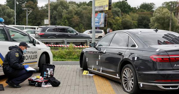 Hơn 10 viên đạn găm trúng xe cố vấn tổng thống Ukraine