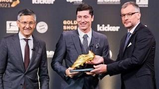 Vượt qua Ronaldo, Lewandowski nhận danh hiệu Chiếc giày Vàng châu Âu