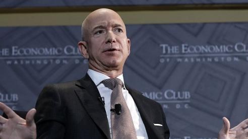 Người giàu nhất thế giới cam kết chi tiền để cứu hành tinh
