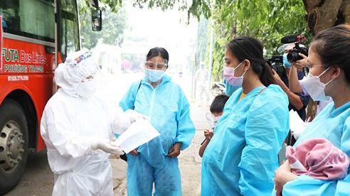 Đón 197 phụ nữ mang thai, trẻ nhỏ từ TP Hồ Chí Minh về Ninh Thuận