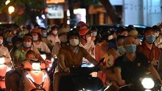 Sau đêm trung thu đông nghịt, Hà Nội nguy cơ uổng phí thành quả chống dịch