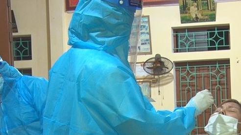 Gần 300 nhân viên y tế các tỉnh hỗ trợ Hà Nam lấy mẫu xét nghiệm
