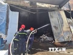 Cháy lớn tại công ty mút xốp trong khu công nghiệp ở Bình Dương