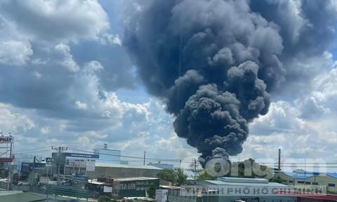 Cháy nổ dữ dội trong một công ty ở Bình Dương
