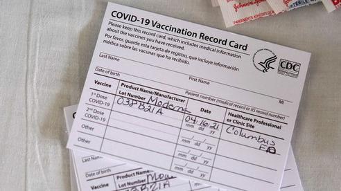 Nữ du khách tới Hawaii bị truy bắt vì dùng hộ chiếu vắc xin Covid-19 giả