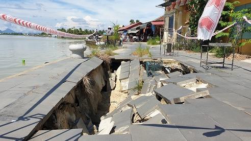 Kè bảo vệ khu phố cổ Hội An hàng trăm tỷ đồng bị sụt lún