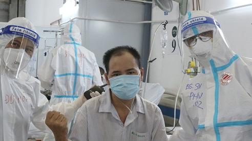 Nam bệnh nhân trẻ mắc Covid-19 nguy kịch hồi phục ngoạn mục sau hơn 1 tháng điều trị