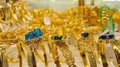 Giá vàng hôm nay 23/9: Dân buôn bán tháo trước thông tin mới