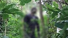 Người đàn ông có hình xăm con rồng chết trong tư thế treo cổ
