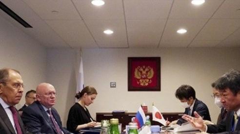 Gặp nhau trên đất Mỹ, Ngoại trưởng Nhật Bản từ chối đề nghị từ người đồng cấp Nga