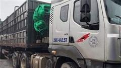 Tạm giữ lái xe đầu kéo 'thông chốt', đâm trung uý CSGT ở Hà Nội