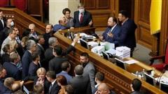 Ukraine ra luật mới 'trói chân' giới tài phiệt