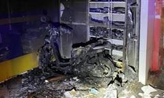 Cảnh sát PCCC TPHCM cứu 2 vợ chồng thoát khỏi đám cháy trong đêm