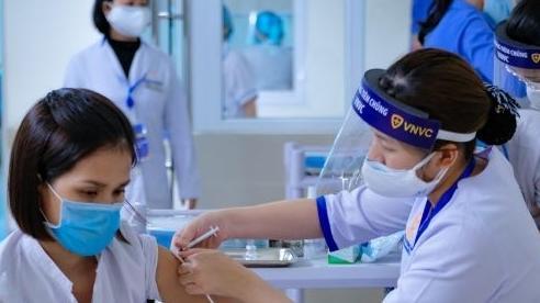 Vĩnh Long phản hồi thông tin về đối tượng ưu tiên tiêm vaccine