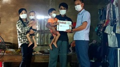 Cậu bé mắc bệnh tan máu bẩm sinh nhận hơn 22 triệu đồng bạn đọc hỗ trợ