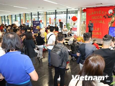 Cộng đồng người Việt tại Anh tưng bừng đón Tết Trung Thu