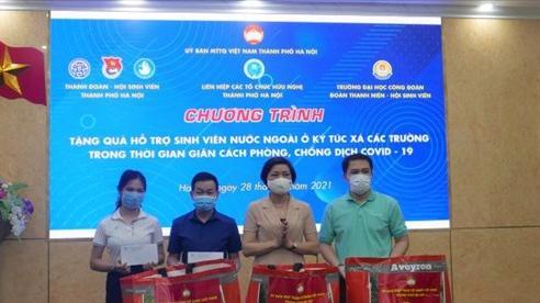 Hà Nội: Trao 230 phần quà hỗ trợ sinh viên nước ngoài gặp khó khăn do đại dịch