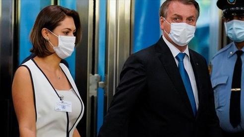 Dù Tổng thống Brazil hoài nghi về vaccine, vợ ông tiêm phòng ngừa Covid-19 tại Mỹ