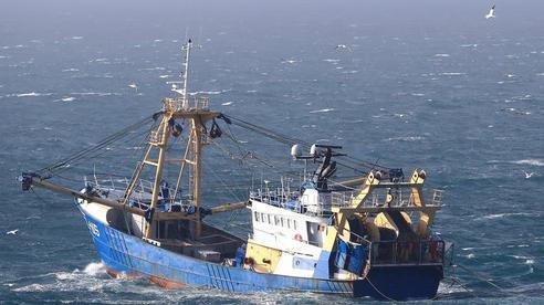 Pháp-Anh lún sâu căng thẳng, nguy cơ xung đột tàu cá trên biển