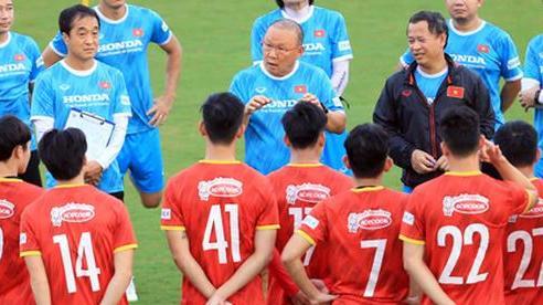 Tuyển Việt Nam loại 6 tuyển thủ, sẵn sàng đối đầu Trung Quốc, Oman